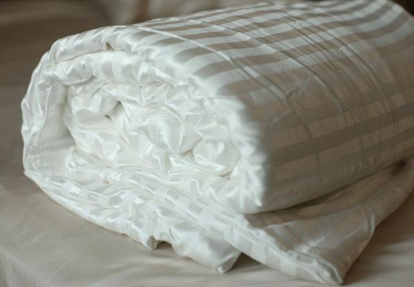 Одеяло из шелковой ткани