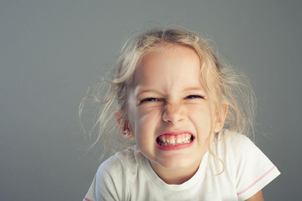 скрип зубами у детей причины