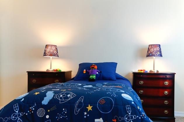 Постельное детское белье с рисунком в виде космоса