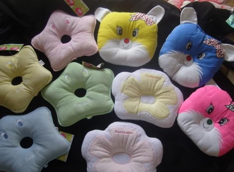 Мягкая ортопедическая подушка для новорожденых создана специально для правильного развития шейного отдела позвоночника и костей черепа у маленьких детей