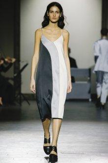 Трехцветное платье в стиле минимализм