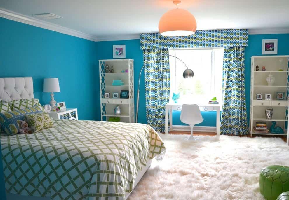 Старайтесь выбирать материал для штор таким образом, чтобы он максимально подходил к интерьеру детской комнаты