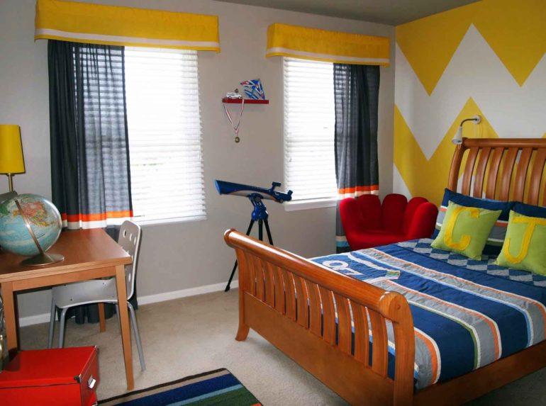 Строгие оттенки практичны для комнаты мальчика