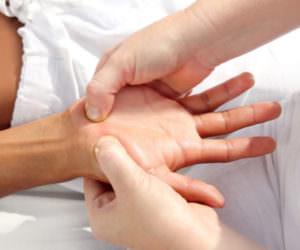 nemeet-bezymyannyj-palec-na-pravoj-ruke-prichiny