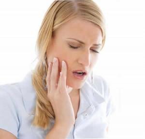 Безусловно, стресс, внутренние болезни и другие факторы могут вызывать скрежет зубами, но они не ограничивают перечень причин бруксизма.