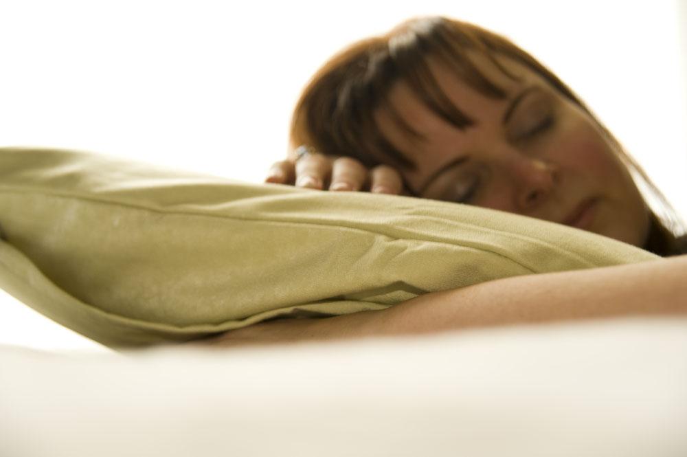 Какую позу для сна лучше и правильней выбрать?