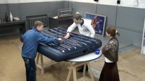 Профессиональный ремонт надувного матраса