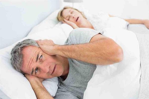 Пожилые дамы страдают от храпа не реже мужчин
