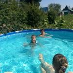 Летом в бассейне