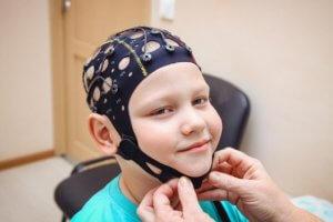 Когда назначают и что показывает ЭЭГ головного мозга у детей?