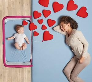 Приставные кровати крайне удобны для мамы