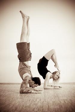 Что даёт йога