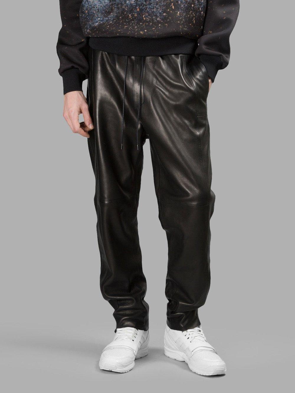 Спортивные штаны из кожи