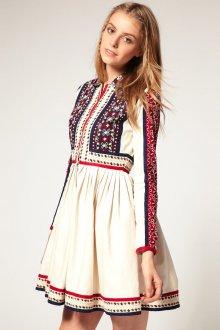 Платье с вышивкой в этническом стиле