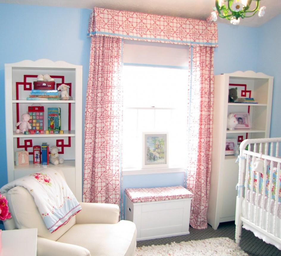 Оформление окна в детской комнате