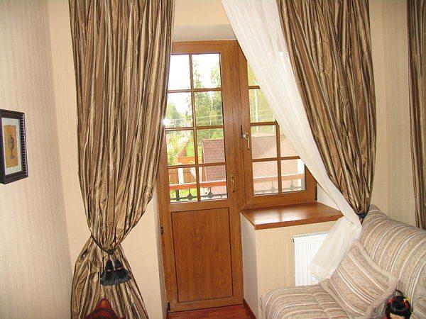 оформление окна с балконной дверью