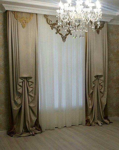 Классический вариант оформления выхода на балкон из гостиной