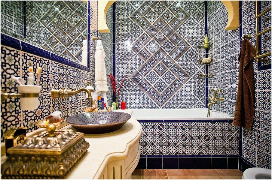 Колоритный восточный стиль в интерьере ванной комнаты