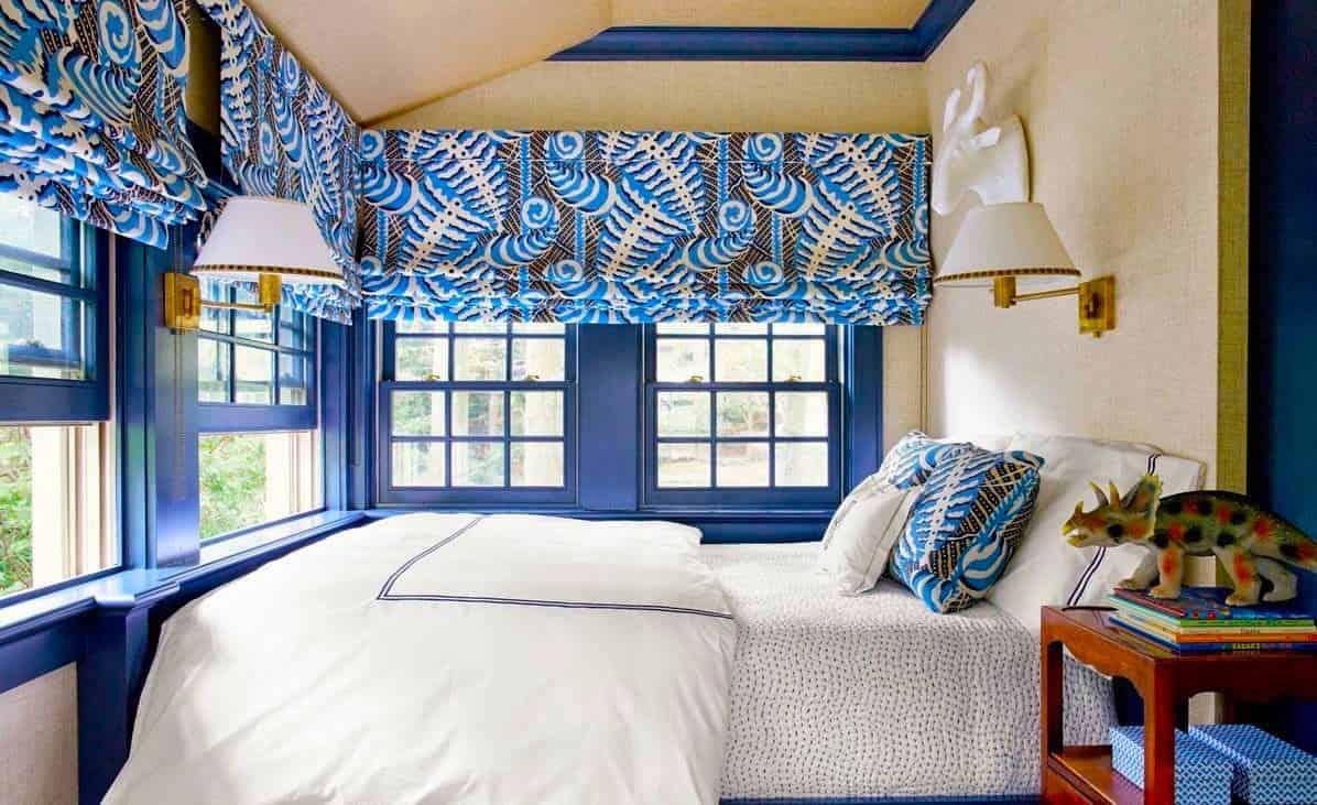 Без штор, эта комната для мальчика выглядела совсем по иному. Ведь недаром говорят, что интерьер без текстиля скучен и неинтересен