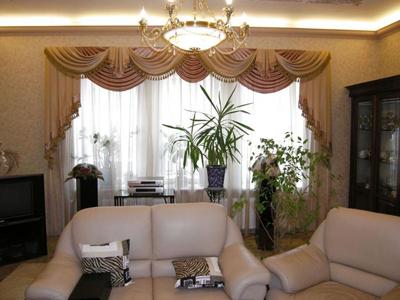 В гостиной уместны самые замысловатые шторы