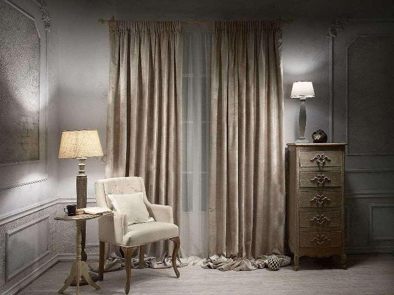 Велюровые шторы в интерьере гостиной