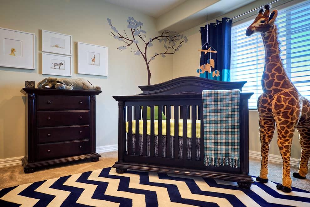 Короткие портьеры идеально подойдут для комнаты с детьми до 3 лет