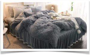 Покрывало искусственный мех на кровати