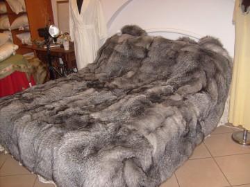 Меховое одеяло для кровати