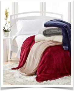 Велюровое покрывало на кровати