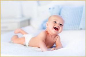 Выкладывание новорожденного на животик