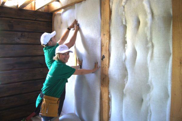 Утеплитель защищает стены от воздействия воды, но пропускает пар