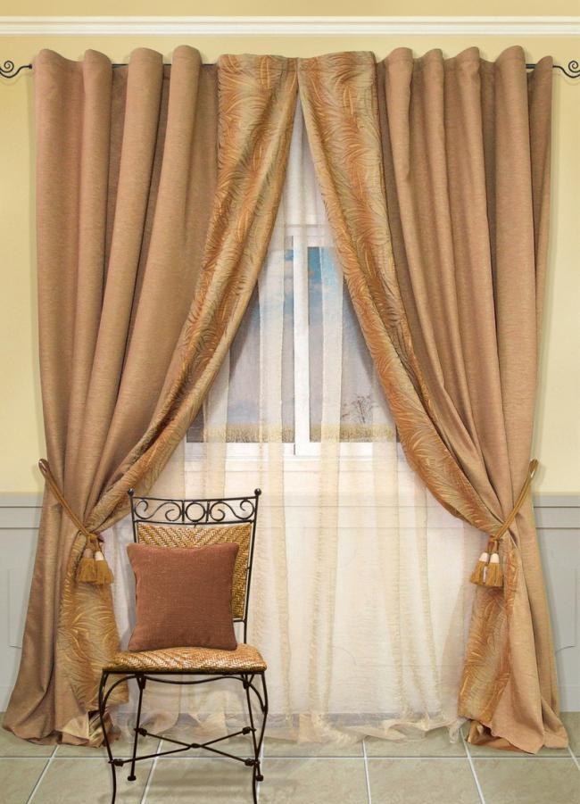 Ванильные шторы без ламбрекена в гостиную