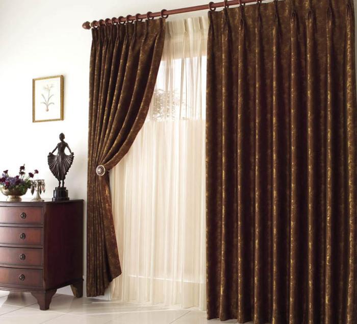 Коричневые шторы без ламбрекена для гостиной