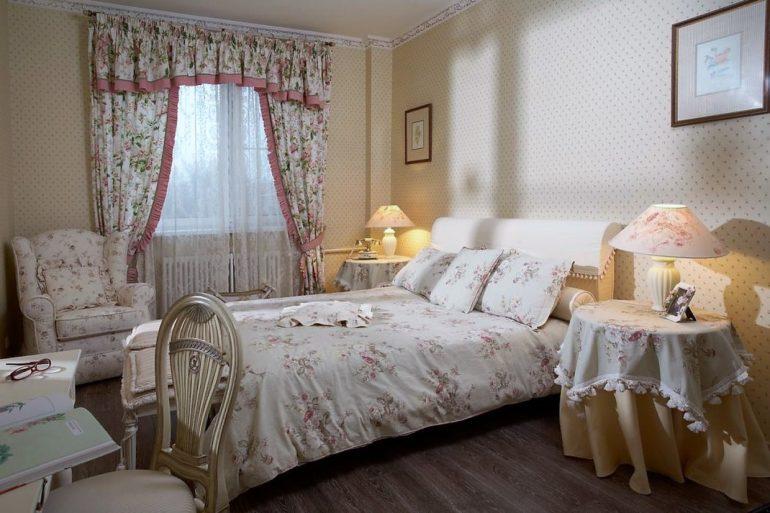 Легкая сетчатая ткань для тюля отличный способ украсить окно в спальне в стиле прованс