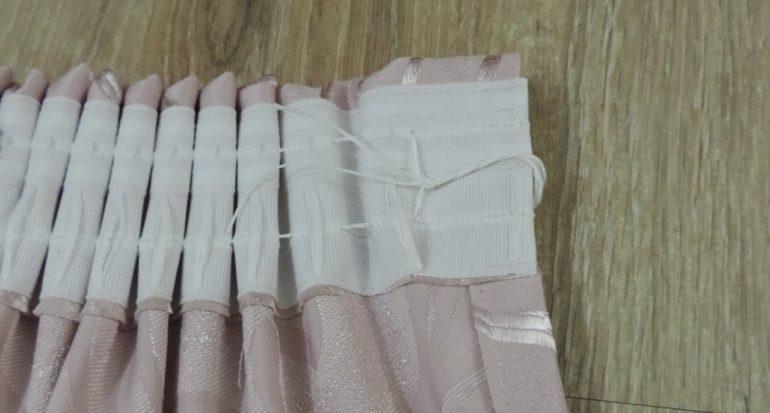 Потянув за шнурки на шторной ленте вы получите густые и равномерные складки