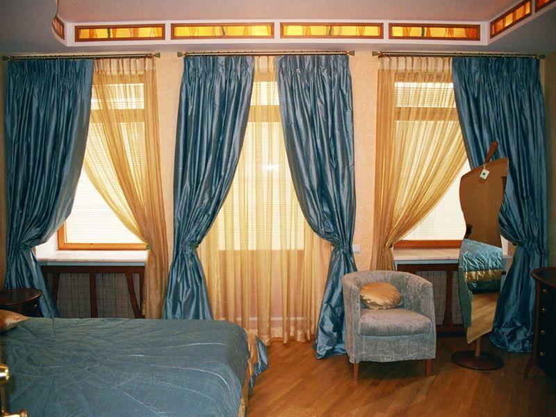 Шелковые шторы для спальни