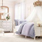 Белая спальня для девочки в классическом стиле
