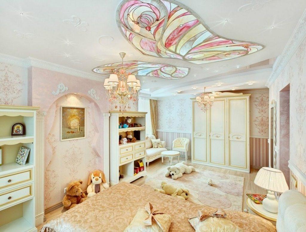 Дизайн детской с бабочкой на потолке