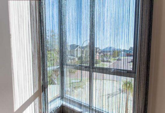 Нитяные шторы хорошо пропускают свет