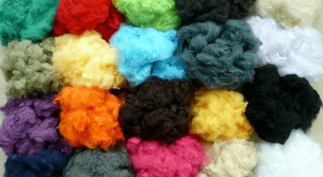 Комки разноцветного пуха