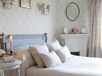 неяркий рисунок обоев для шебби спальни