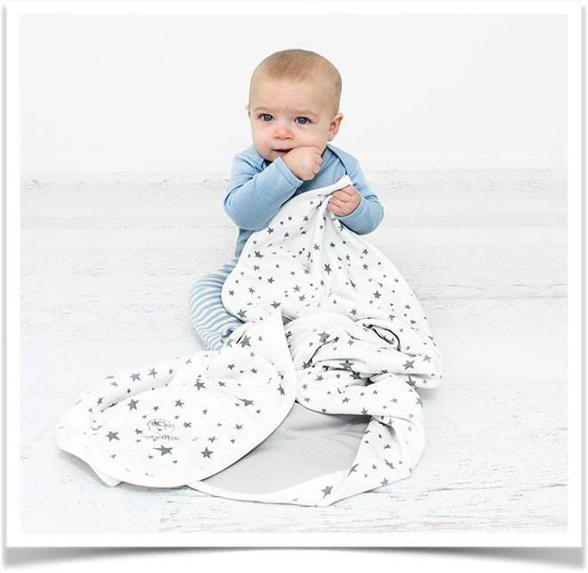 Ребенок с одеялом