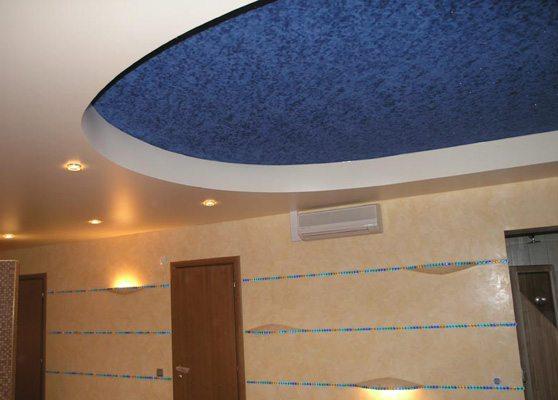 Замшевый потолок необычно выглядит, но очистить его - работа не из легких.