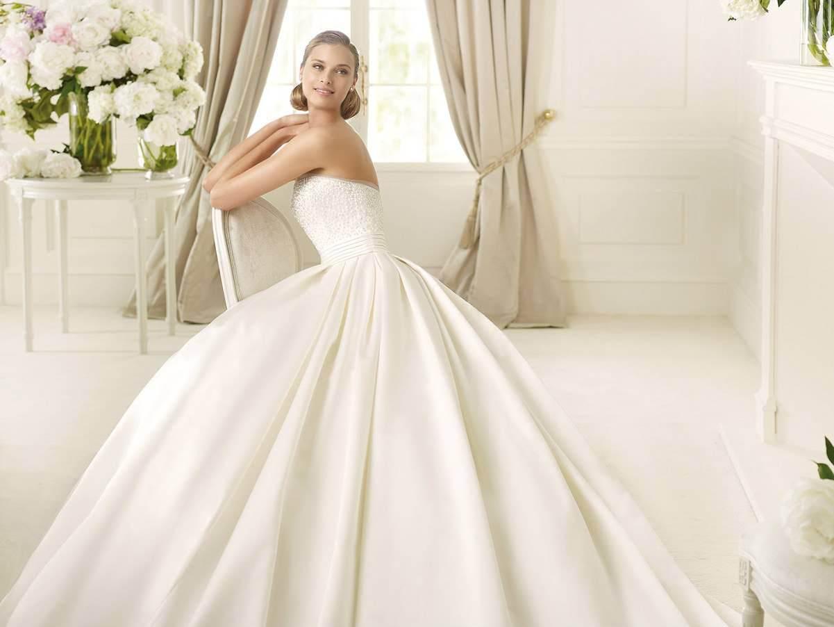 свадебное платье из атласа Из атласа шьют свадебные платья