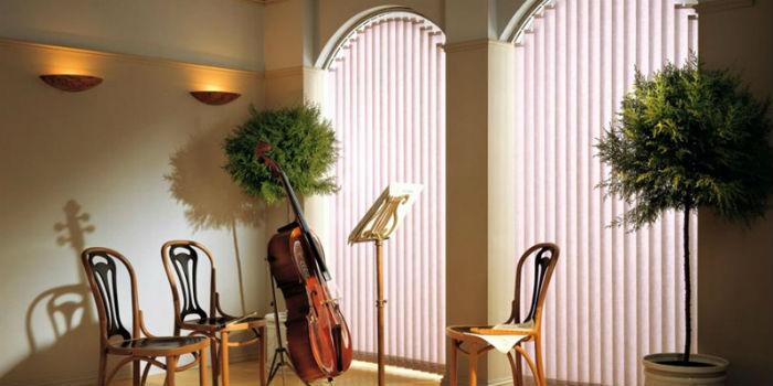Состав ткани выбирают в зависимости от освещенности и функционала помещения
