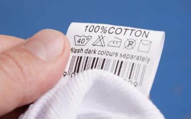 При изучении бирки можно узнать как стирать одежду
