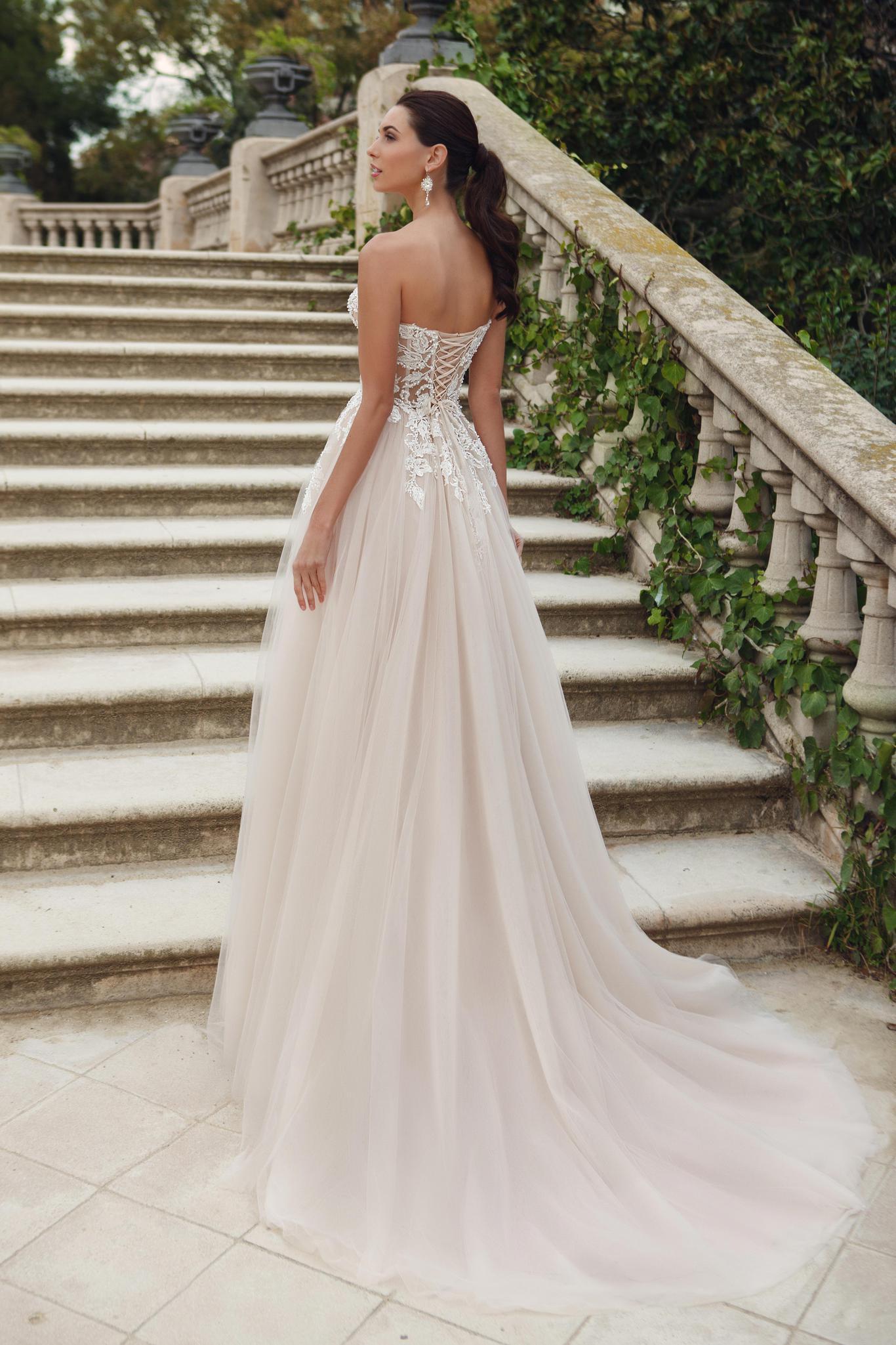 сексуальный силуэт платья на свадьбу - принцесса