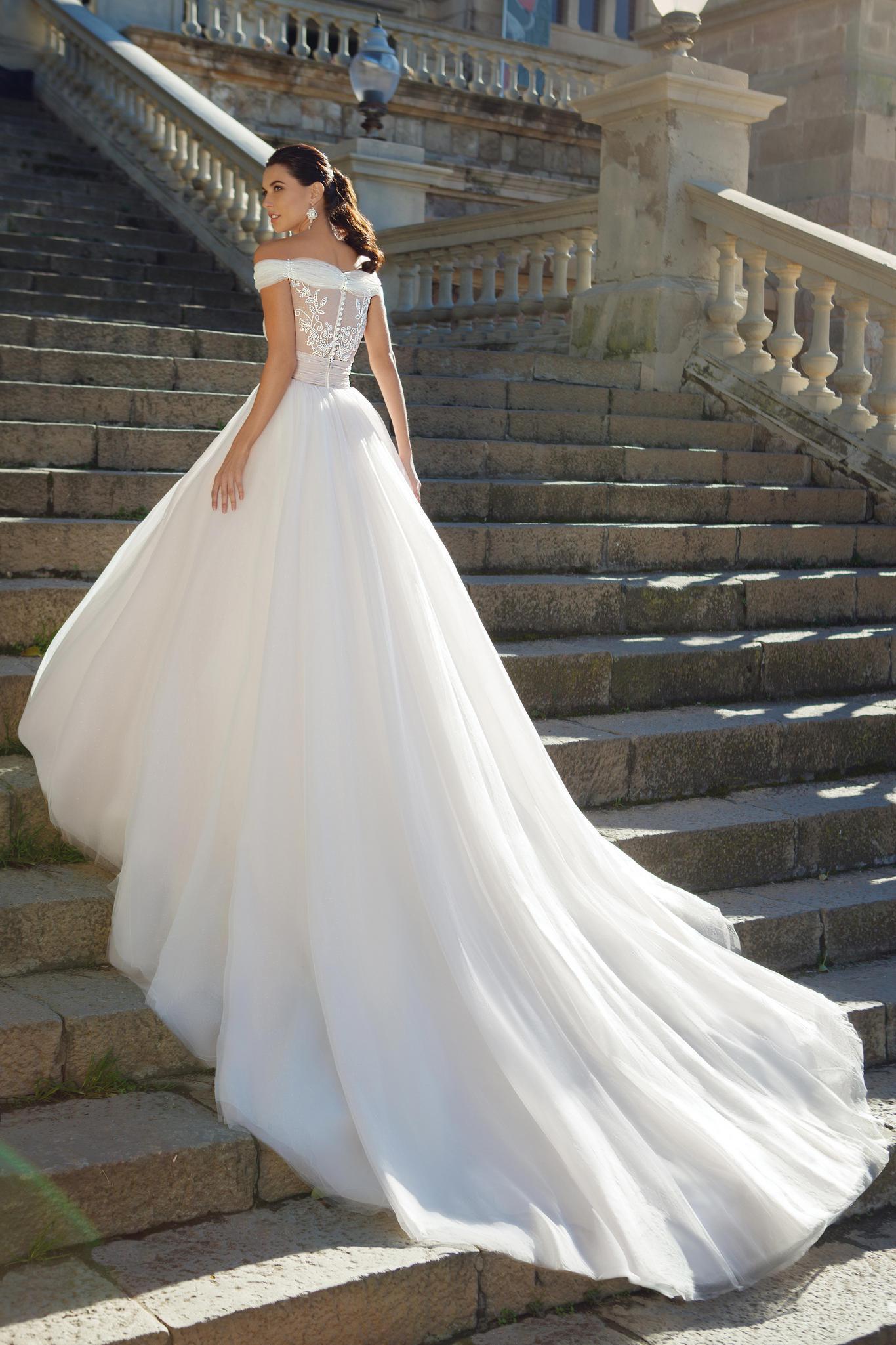 элегантный силуэт очаровательного платья