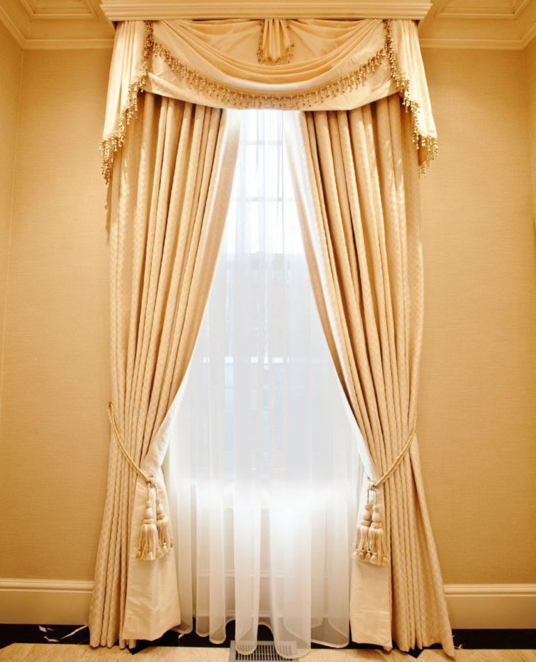 Классические шторы - беспроигрышный вариант на все времена и на все окна