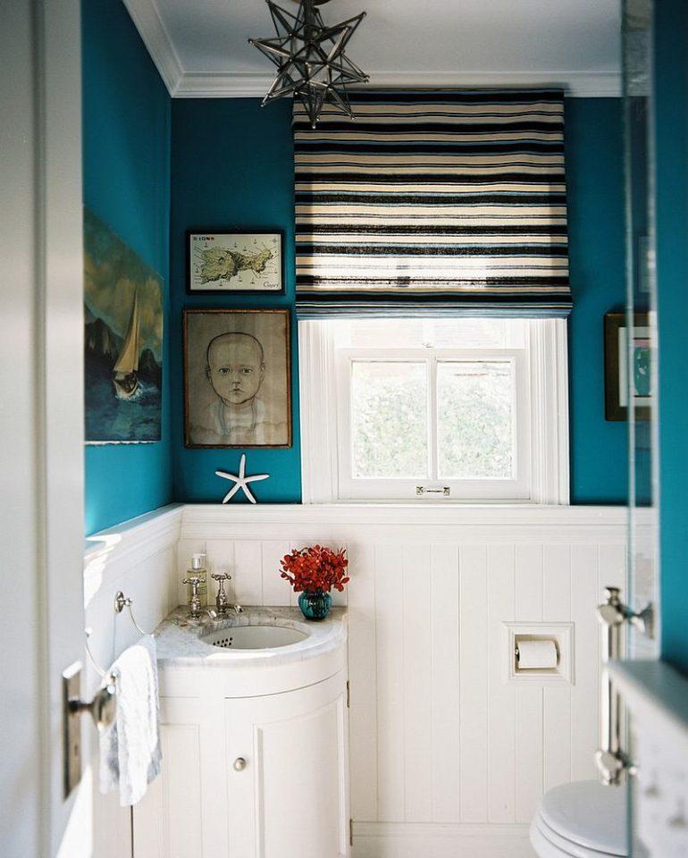 ванная комната с синими стенами
